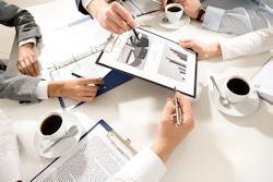 businessplan_hands_shutterstock_23965849_by_Dmitriy_Shironosov[1]